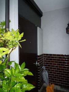 施工前:木製玄関ドアー