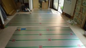 温水床暖房施工中2