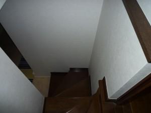 施工前の階段3
