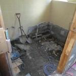 浴室床タイル撤去