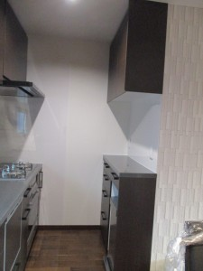 キッチン背面に家電収納を