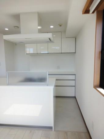 水廻り設備を中心にリフォーム、明るく開放的なキッチンに!