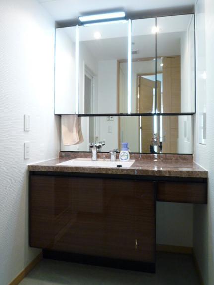 ホテルのような洗練された洗面空間