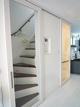 戸建て階段部分に建具を取り付け冷暖房効率UP!!