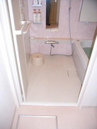 在来タイル貼浴室をバリアフリーのユニットバスに