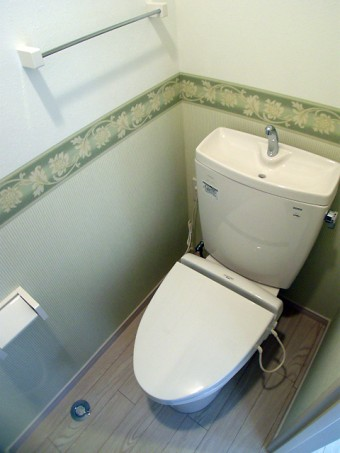 3点式ユニットバスより単独の清潔感のあるトイレ空間に