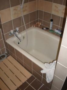 海外ホテルのような浴室へ
