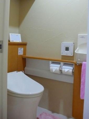 収納と手洗器を備えたトイレにリフォーム