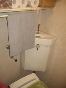 タンクレストイレのようなタンク付きトイレ