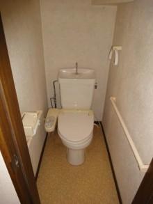 床段差のない入りやすいトイレに床を造作しました