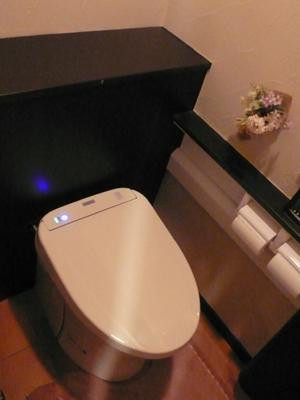 すっきり!シックで清潔なトイレ空間に