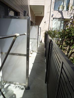フェンスと間仕切りの取付