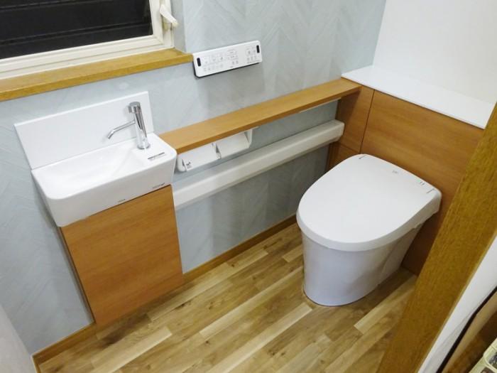 LIXIL リフォレL型手洗いカウンター付でスッキリ広々トイレに