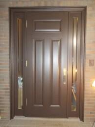 木製玄関ドアの塗装工事