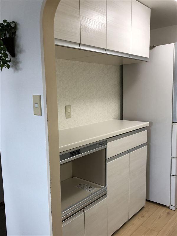 ホワイトで統一したスタイリッシュキッチン
