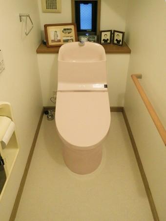 壁を補強し安心の手すり付のトイレへ TOTO GG-800