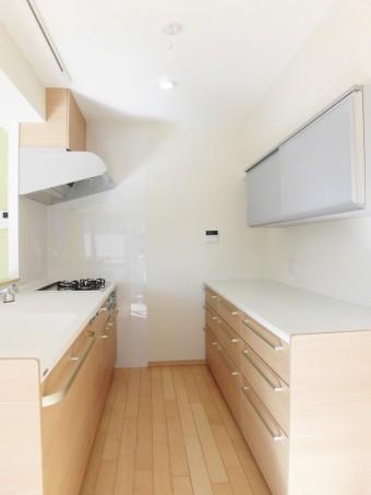樹木の素材感にこだわったマットな質感のキッチン 渋谷区I様邸