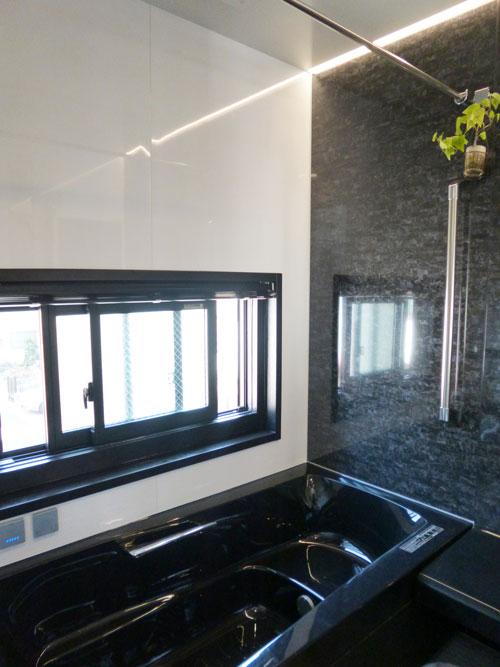 LIXILモノトーンでシックな浴室に