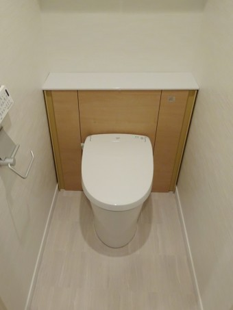 LIXIL キャビネット付トイレ リフォレにお取替え