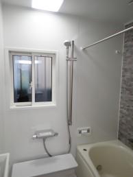 土台も補修し、安心して入浴できる浴室に