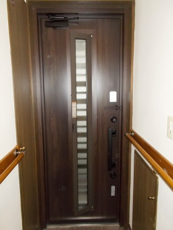 LIXILリシェントとリジェーロαでドアのお取替え