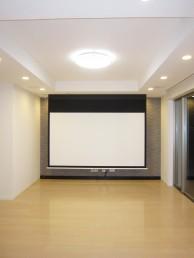 美しい陰影と映像機器がデザインされた理想の空間