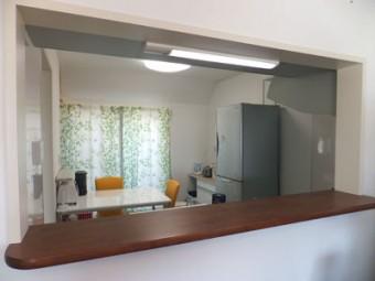 オープンカウンターで開放的なキッチンに
