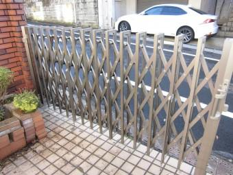 フェンスゲートと間仕切りブロック壁をフェンスへ取付