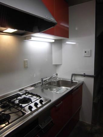 金井青果店様の長年使用しました流し台をシステムキッチンにお取替え