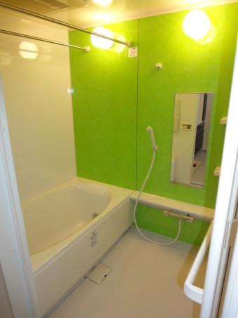 お掃除のしやすいINAXリノビオのお風呂に交換