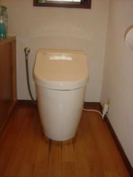 タンクレスですっきりトイレ