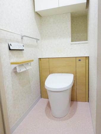 パッと交換!空間すっきりの収納一体型トイレにお取替え
