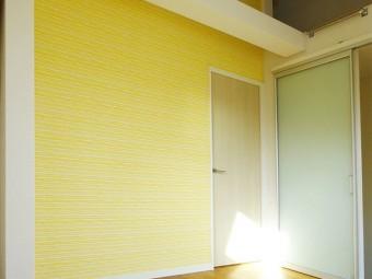 パステルカラーの間仕切り壁で圧迫感のない快適空間に
