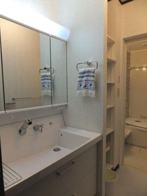スタイリッシュで機能的な洗面化粧台 INAXピアラ