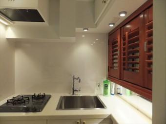イケアの部材をスペースにあわせてキッチン造作