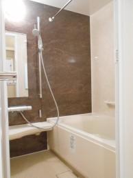浴室のサイズアップを実現!10cm大きな浴槽でゆっくりと