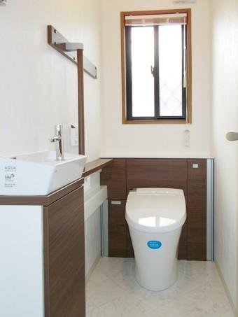 二階に水周りを新設、階段も架け替え二世帯住宅に