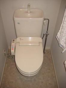 花柄でかわいらしいトイレに