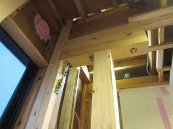 中古住宅の腐食した柱を取替―大地震に備えて耐震補強