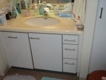 明るく清潔感があり、収納量◎の洗面化粧台に