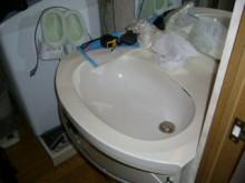 コンパクトに収まる洗面化粧台 INAXエスタ