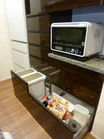 キッチンに合わせてオーダーで背面収納を造作