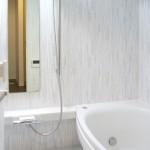 お掃除ラクラクな明るい浴室にゆったり大きめ浴槽     中央区S様邸