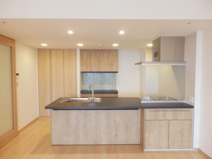 開放的で美しいオープンキッチンに