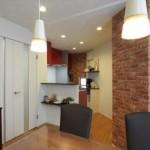 開放的な対面のL型キッチン