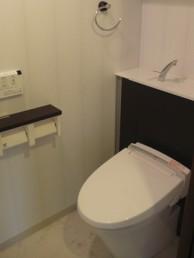 INAXのエレシャスでエレガントなトイレ室に