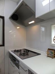 オープンカウンターで機能的なキッチン空間に