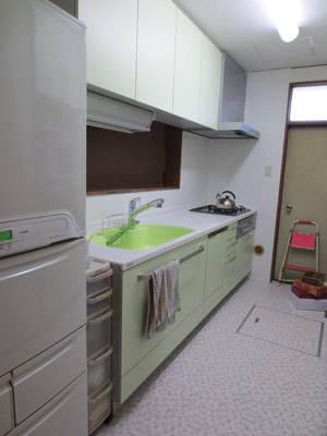 明るく清潔感のあるキッチンに変身